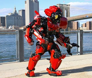 Illustration for article titled This is the best Pacific Rim Cosplay ever.