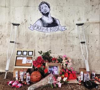 Illustration for article titled Chicago Artist's Shrine To Derrick Rose Is The Saddest