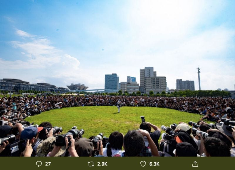 Illustration for article titled Japan's Most Famous Cosplayer Draws Huge Crowds
