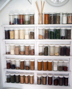 If Youu0027re Looking For A Real Simple And Cheap Spice Rack With A Lot Of  Storage, This DIY Solution Will Keep All Your Cooking Helpers At Hand.