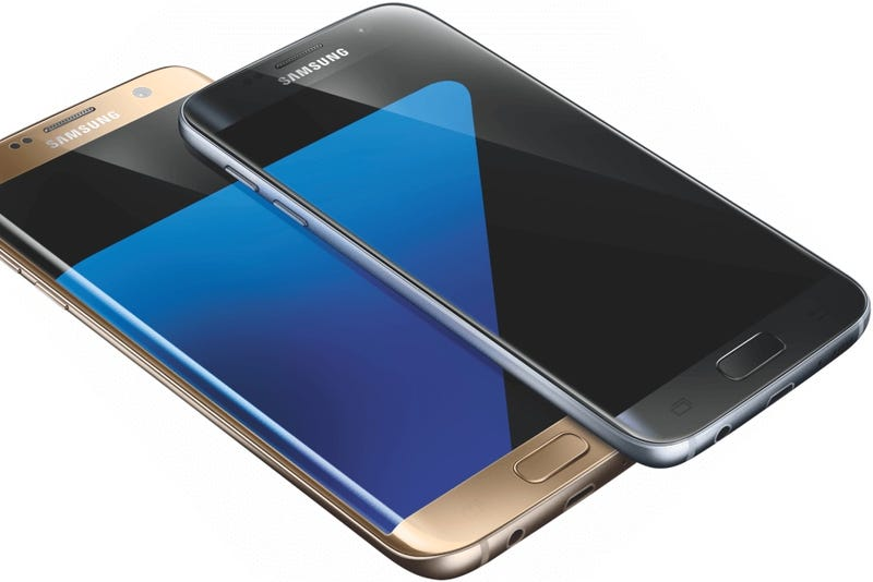Illustration for article titled ¿Es éste el Galaxy S7? Mismo diseño, pero resistente al agua (y con microSD)