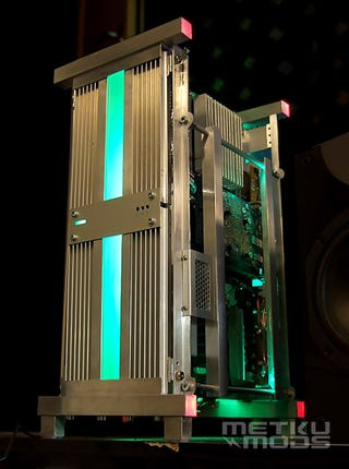 Illustration for article titled DIY Case Mod Turns Your PC Into a Gigantic Heatsink