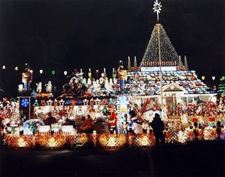 Illustration for article titled From the Dept of Duh: Family Can't Afford This $41,000, 1-Million Christmas Light Extravaganza
