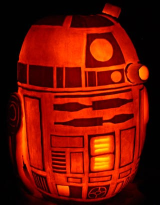 Illustration for article titled The amazing R2D2 pumpkin, from the creator of the Death Star pumpkin!