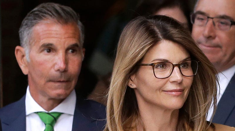 Illustration for article titled Aunt Becky's Defense in the College Admissions Scandal Is Literally That She 'Didn't Know'