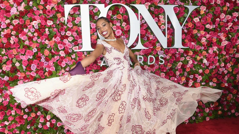 Hailey Kilgore, star of Once On This Island, knows better than to let some Instagram-ass flower wall upstage her!!