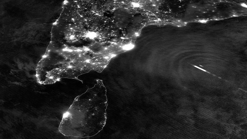 Illustration for article titled Los efectos del ciclón Mahasen inmortalizados en satélite