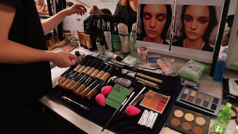 Illustration for article titled Porn Industry Makeup Artist Skewered For 'Before' Photos of Clients