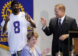 Illustration for article titled Les Miles and Snoop Dogg Are Boyzzzz