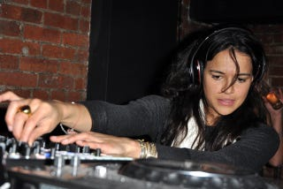 Illustration for article titled Michelle Rodriguez Gets The Party Started