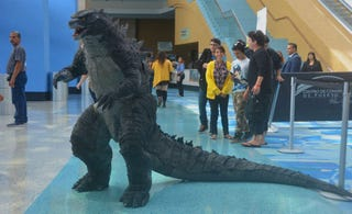 Illustration for article titled Godzilla Cosplay Crushes Cities With Its Brilliance