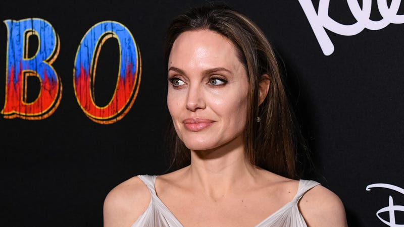 """Illustration for article titled Angelina Jolie might finally be getting in on this new-fangled """"Marvel movie"""" thing"""