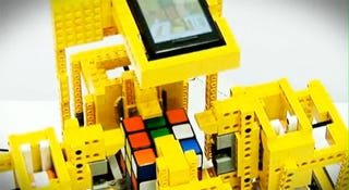 Illustration for article titled Motorola Droid Lego Robot Solves A Rubik's Cube Faster Than You Can