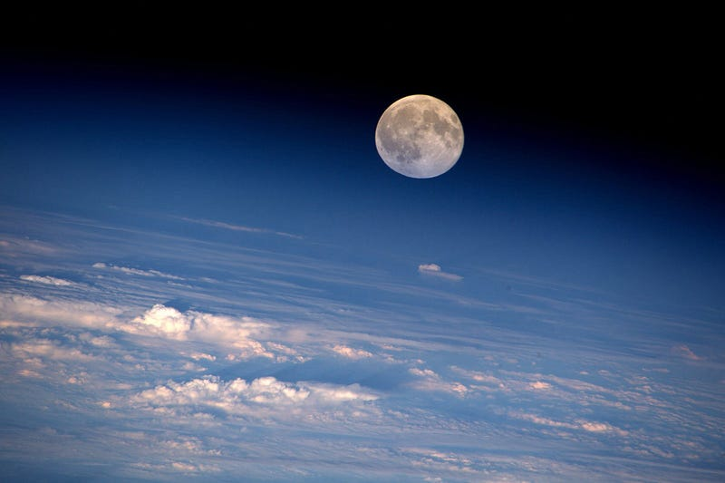Illustration for article titled Full Moon from the ISS