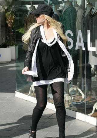 Illustration for article titled Lindsay Lohan Looks To Right In Loose Leggings