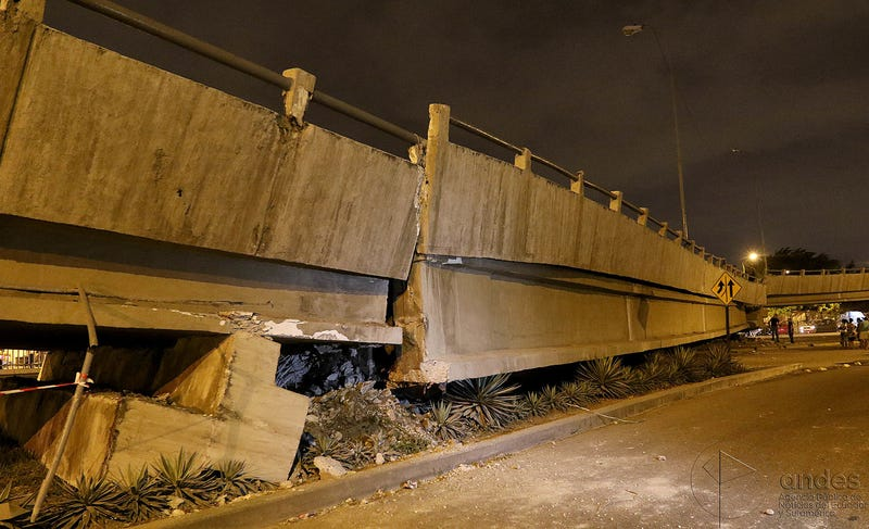 Collapsed bridge in Guayaquil, Ecuador. (Image: AgenciaAndes CC BY-SA 2.0)