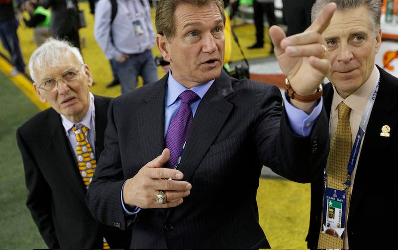 Illustration for article titled Joe Theismann Says He Did Not Tell A Man Looking For An Autograph To Grow Some Tits