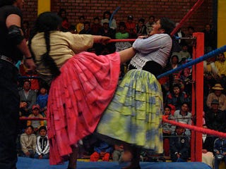 Illustration for article titled Female Bolivian Wrestlers Kick Ass In Mamachas Del Ring