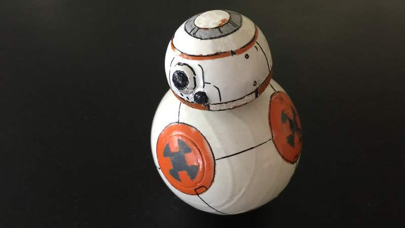 Illustration for article titled This homemade Mini BB-8 unravels a few ball-droid mysteries