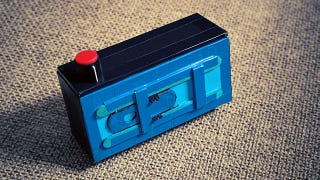 Illustration for article titled Make a DIY 35mm Panoramic Pinhole Camera on the Cheap