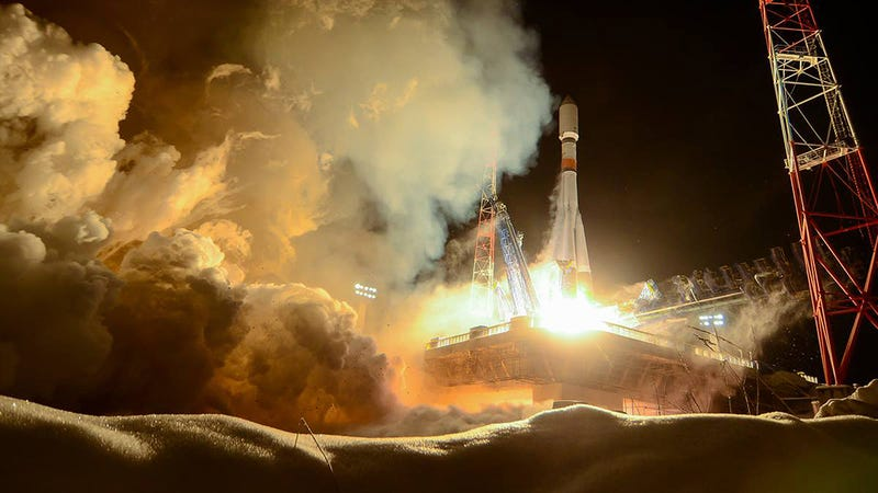 Illustration for article titled This Snowy Soyuz Launch Looks Like a Space-Themed Christmas Card
