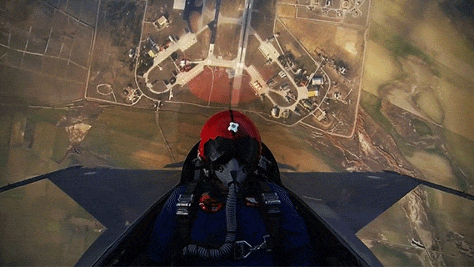 Watch a F-16 Take Off and Incredibly Shoot Up 15,000 Feet in the Air in Seconds