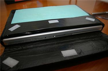 Illustration for article titled DIY MacBook Pro laptop case