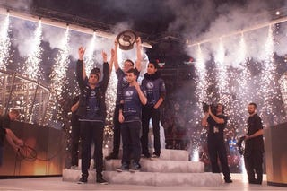 Illustration for article titled American Team Wins Dota 2 International, Takes Home $6.6 Million