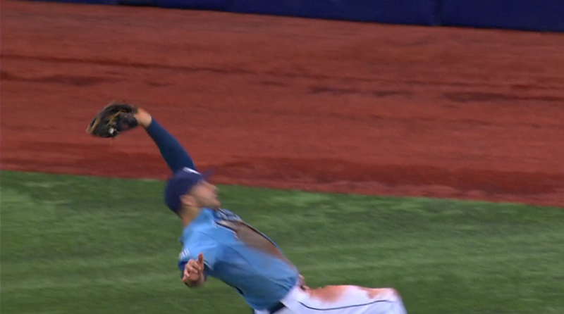 Illustration for article titled Rays' Kevin Kiermaier Turns Normal Fly Ball Into Terrific Highlight