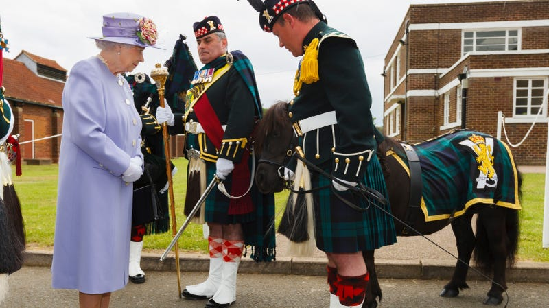 The queen and Cruachan IV during an earlier meeting