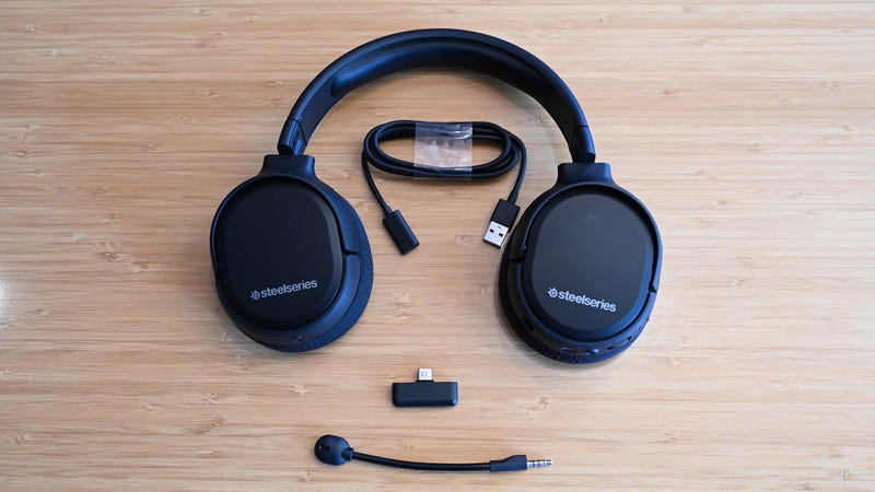 Ifa 2019 Steelseries Finally Made The Wireless Headset Switch Fans Have Been Waiting For Gizmodo Uk