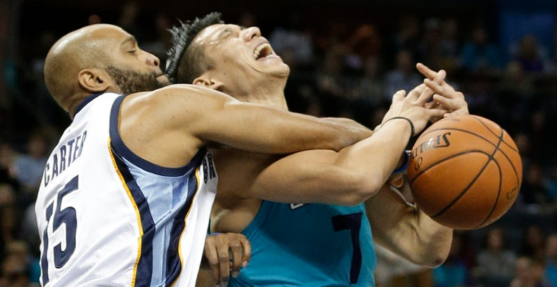 Illustration for article titled Fans Wonder Why Jeremy Lin Doesn't Get More Flagrant Foul Calls; Lin Thinks They Have A Point