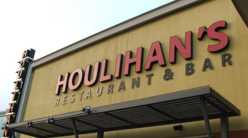 Illustration for article titled Houlihan's Franchise Owners Sued For, God, Just So Many Different Illegal Things