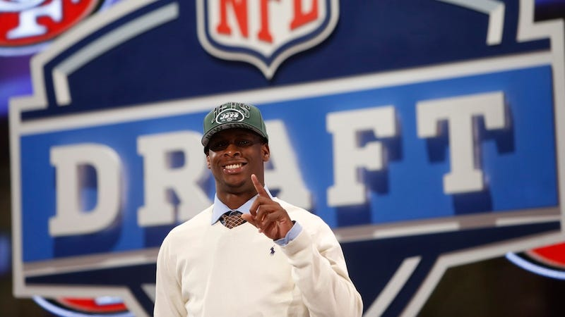 Illustration for article titled After Falling To The Second Round, Geno Smith Fires His Agents