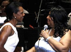 Illustration for article titled Aretha And Condi Team Up For Randomly Great Live Performance