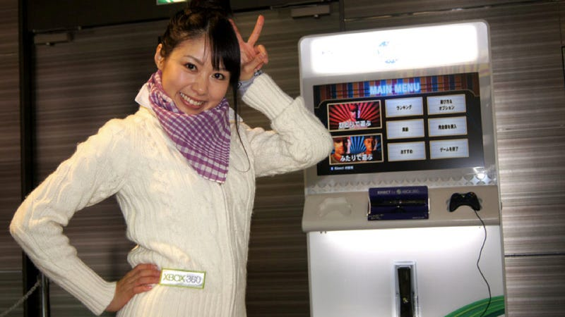 Illustration for article titled Xbox Booth Babes Bundled Up with Scarfs and Sweaters