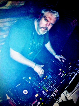 Illustration for article titled Game Of Thrones' Hodor is a DJ, he is what he Hodors
