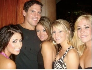 Illustration for article titled Brave Woman Gingerly Explains How Mark Cuban Checked Her Out One Night In Vegas