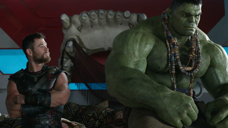 First Thor: Ragnarok Clip Features Thor vs. The Hulk in Grandmaster's Arena