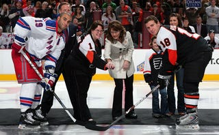 Illustration for article titled Sarah Palin Booed At Flyers Game, Did Not Take Battery To The Face