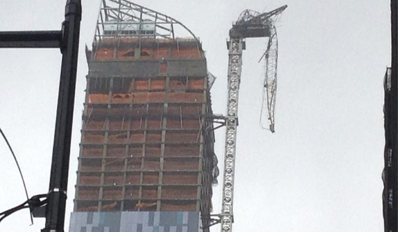 Illustration for article titled Hurricane Sandy Just Snapped A Crane On Top Of New York City's Tallest Residential Building