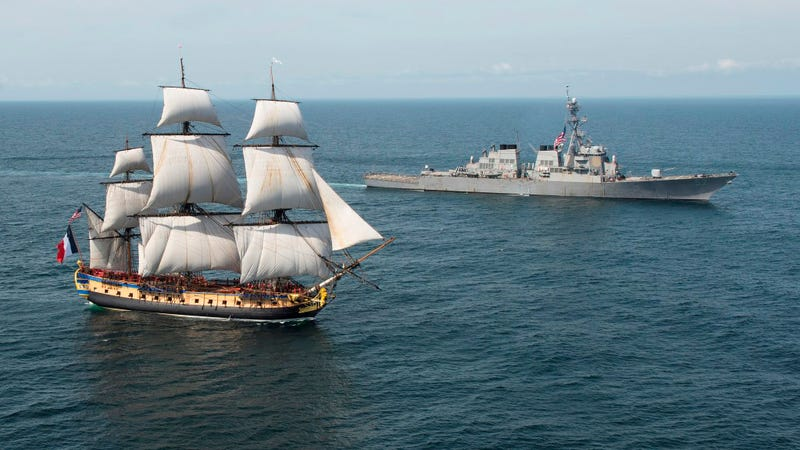 Illustration for article titled Modern U.S. Destroyer Greets Replica Of 235-Year-Old French Frigate