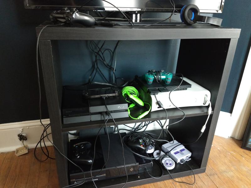 Cómo organizar todos tus cables para que no sean un completo desastre