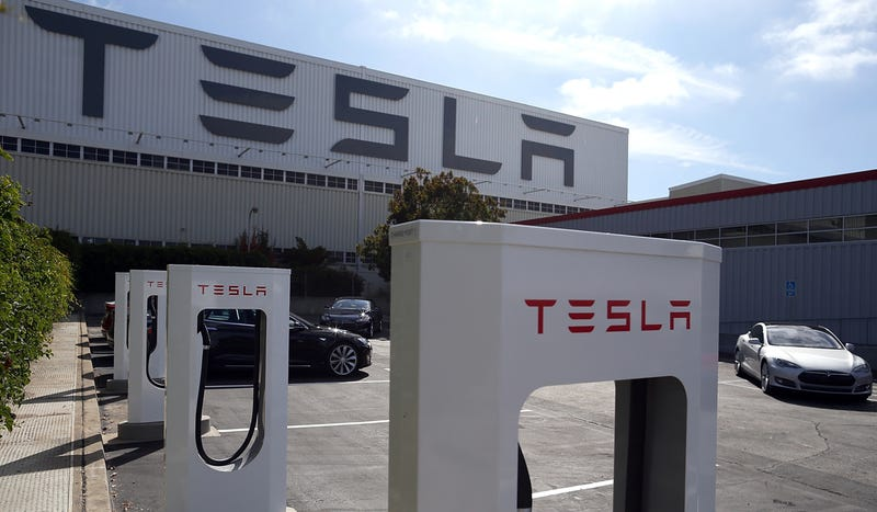 Illustration for article titled Tesla Wants Gigafactory To Supply Batteries For 500,000 Cars By 2020