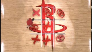 Illustration for article titled These Rockets Fans Are The Worst Tic-Tac-Toe Players Ever