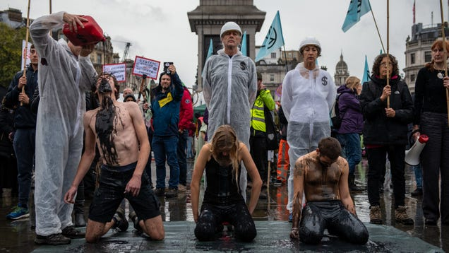 In Unprecedented Move, London Police Ban Extinction Rebellion Climate Protests Throughout Entire City