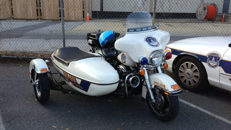 Illustration for article titled D.C.'s Motorcycle Cops Are Cooler Than Your City's Cops Because They Have Sidecars