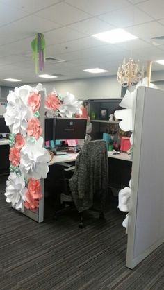 Illustration for article titled DIY Crafts Help? Cubicle Edition