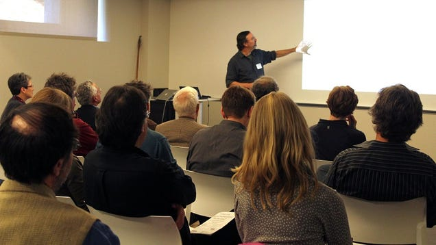 Kick Off a Great Presentation by Showing Visuals Before You Explain Them