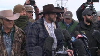 Ammon Bundy (center) addresses the media in Oregon.CBS News screenshot